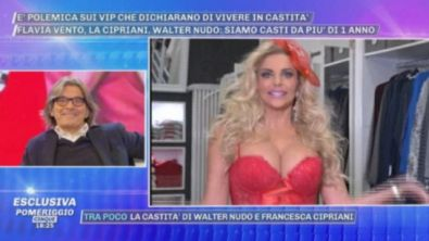 """""""Pomeriggio Cinque"""", i completini sexy di Francesca Cipriani in attesa di Walter Nudo"""