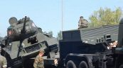 Figuraccia alla parata militare: il carro armato si capovolge