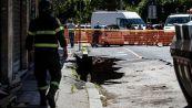 Buche a Roma, perché si aprono e cosa c'è sotto l'asfalto