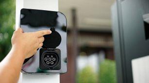 Auto elettriche: quanto costano colonnine e wallbox