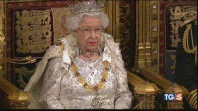Nel caos della Brexit la parola a Elisabetta