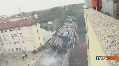 Violenze G7 Torino, sette agenti feriti