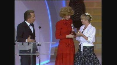 Enrica Bonaccorti vince il Telegatto come Personaggio femminile dell'anno 1987