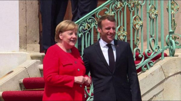 Macron da Merkel: migranti ed eurozona in cima all'agenda