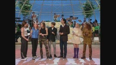 """Le Spice Girls cantano la hit """"Wannabe"""" a Buona Domenica 1996"""