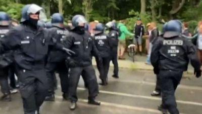 Scontri e fermi a Berlino nelle manifestazioni anti-lockdown