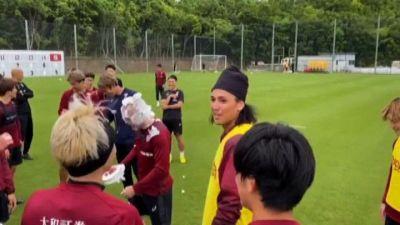 Calcio, torta in faccia per 37esimo compleanno di Andres Iniesta