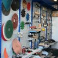 Ampio magazzino ed esposizione di piccoli attrezzi ed accessori per la POSA di RESINE