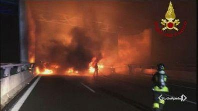 Inferno di fuoco sulla A1