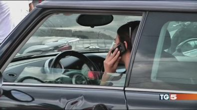 Seggiolini e cellulari più sicurezza in auto