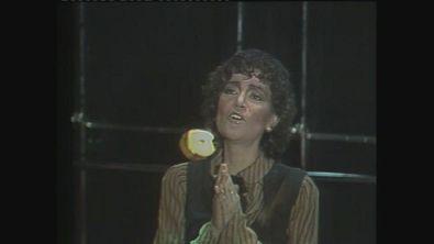 """Mia Martina canta """"E non finisce mica il cielo"""" a Superclassifica Show 1982"""
