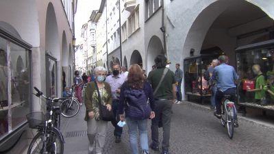 Bolzano, assalto dei turisti turisti alle farmacie per il tampone