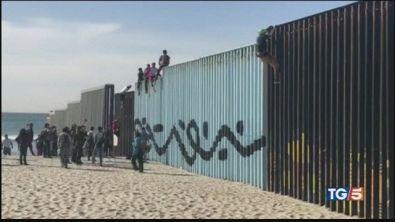 400 migranti arrivati al confine tra Messico e Stati Uniti
