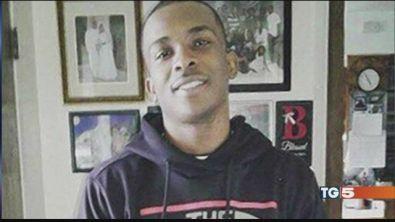 Usa, ucciso giovane afroamericano disarmato