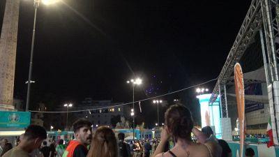 """Europei, fuochi d'artificio e strade """"occupate"""" dai tifosi a Roma"""