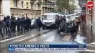 Breaking News delle 17.00 | Accoltellamento a Parigi