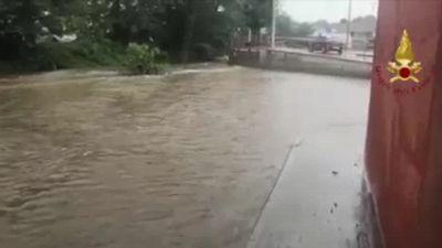 Maltempo sul lago di Como, strade allagate in provincia di Lecco
