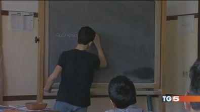 """Scriveva """"squola"""", non insegnerà più"""
