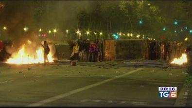 Notte di scontri a Barcellona