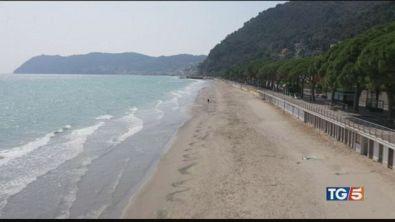 Spiagge vietate Turismo in crisi