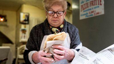 Fernanda, l'anziana pizzaiola dei Quartieri Spagnoli