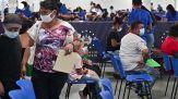 Il paradosso dei vaccini: i Paesi ricchi rischiano di buttarli, quelli poveri restano senza