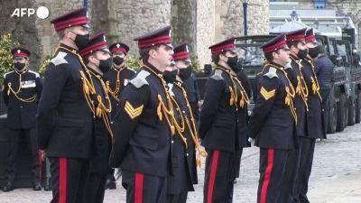 Principe Filippo, i cannoni della Torre di Londra sparano a salve in suo onore