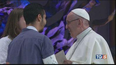 Papa ai giovani: alzate lo sguardo dai social