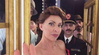 La #cabinagold di Alessandra Mussolini e il corpo di ballo