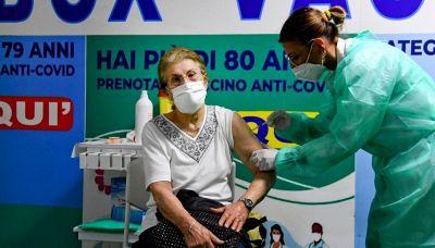 Covid, Aifa e vaccinazione eterologa: cosa cambia per gli over 60
