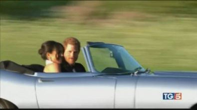 Harry dona a Meghan un anello blu di Diana