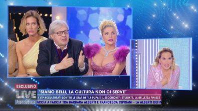 Vittorio Sgarbi, gli insulti a Barbara d'Urso