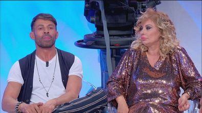 Tina e Gemma contro Armando