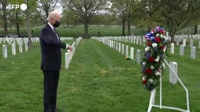 Usa, Biden al cimitero militare di Arlington dopo annuncio del ritiro delle truppe in Afghanistan