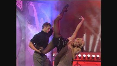 """Heather Parisi si esibisce con """"Donne"""" di Zucchero a Buon Compleanno Canale 5"""