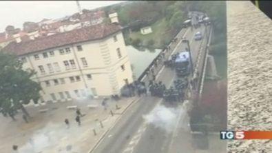 Corteo contro il G7, guerriglia a Torino