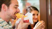 Mangia hot dog in tempo record: ecco quanti ne ha divorati