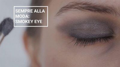 Sempre alla moda: smokey eye seducente