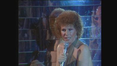 """Ornella Vanoni canta """"Che cosa c'è"""" a Popcorn 1981"""