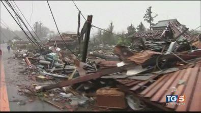 La furia del tifone paura in Giappone