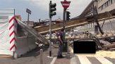 Milano, trivella di 10 metri cade su un palazzo