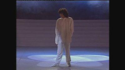 """Renato Zero canta """"Fantasmi"""" ai Telegatti 1986"""