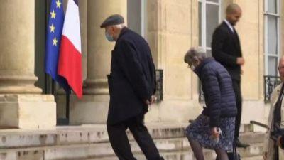 Macron: una legge per gli harkis, soldati franco-algerini traditi