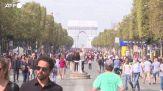 Parigi, Champs Elysees affollati nella domenica senza auto
