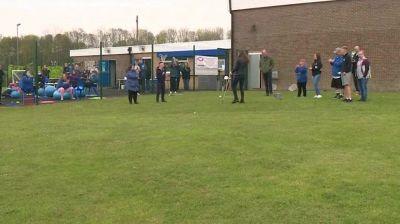 Kate e William ridono mentre giocano a golf: la duchessa di Cambridge manca la pallina
