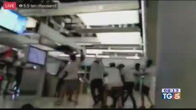 Assalti alla stazione feriti ad Honk Kong
