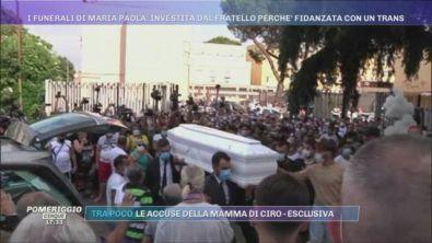 I funerali di Maria Paola: l'arrivo del feretro in chiesa