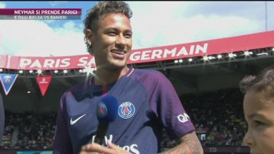 Neymar si prende Parigi