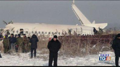 Kazakistan: cade aereo con 98 persone a bordo