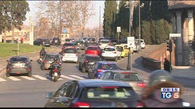Lo smog non dà tregue blocchi e polemiche